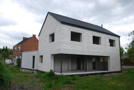 Maison bloc beton cool stg construct maonnerie dulvation for Maison bloc beton